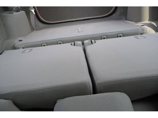 トヨタ パッソセッテ 車長418cmでも、3列7人乗り、中は広い