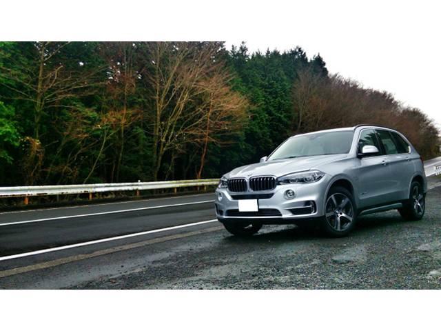 BMW X5 ボディのサイズと重さを感じさせない走り