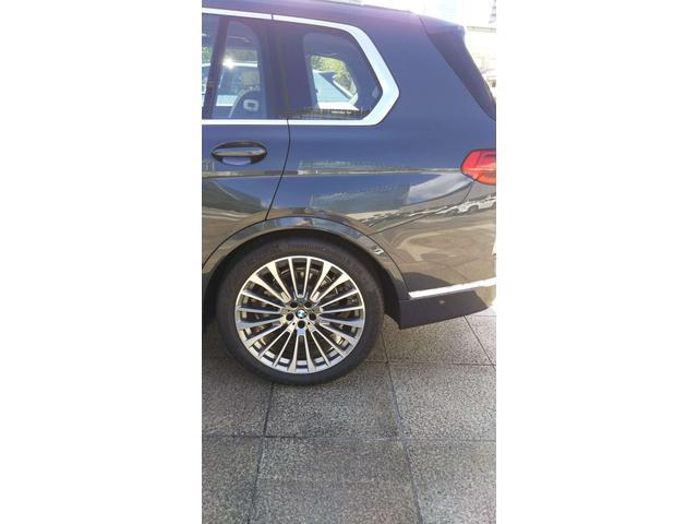 BMW X7 貴重なデカSUVX7都会的センスと高級感で他を圧倒する個体